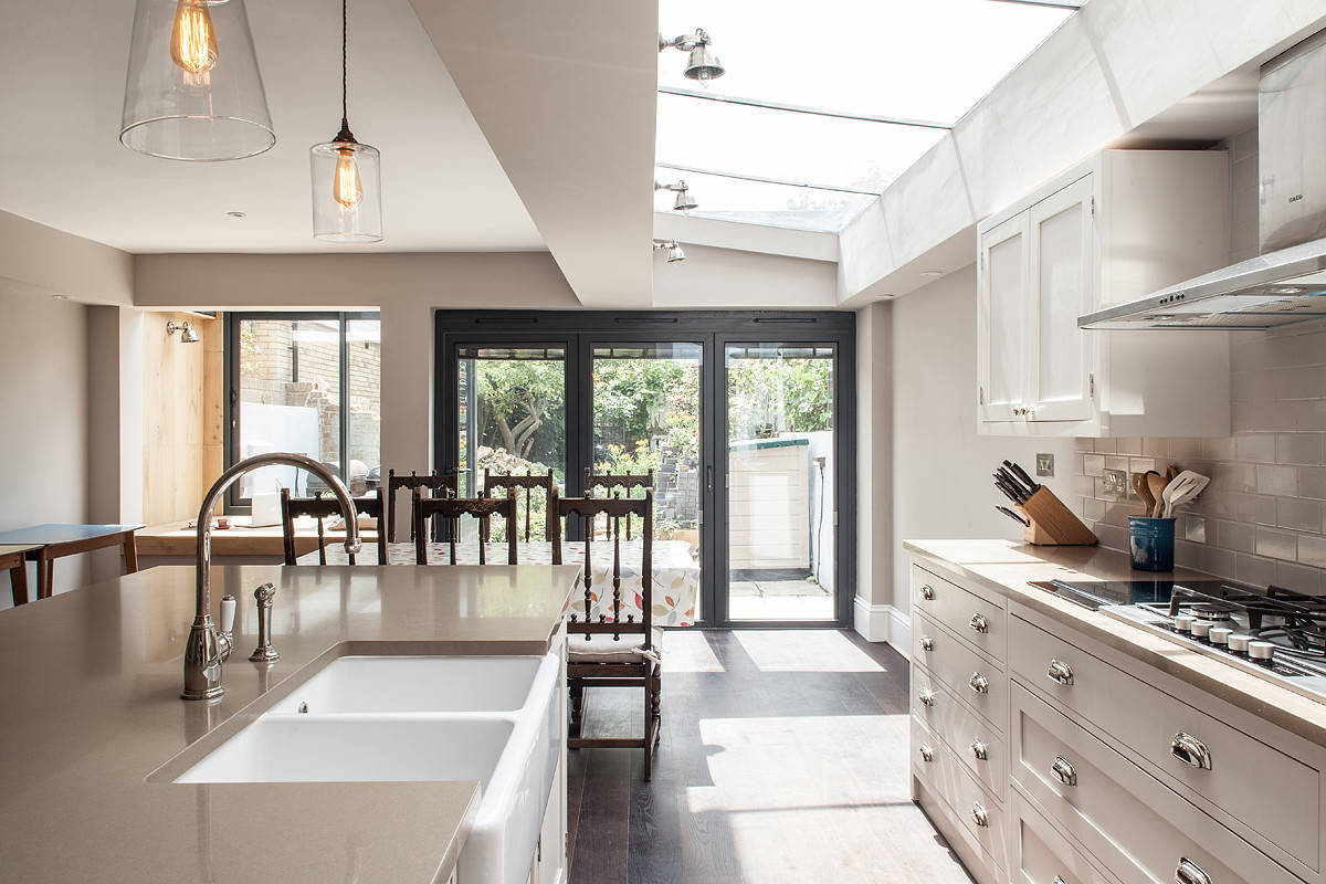 Differences Between Traditional and Modern Kitchens - Best ... on Images Of Modern Kitchens  id=37565