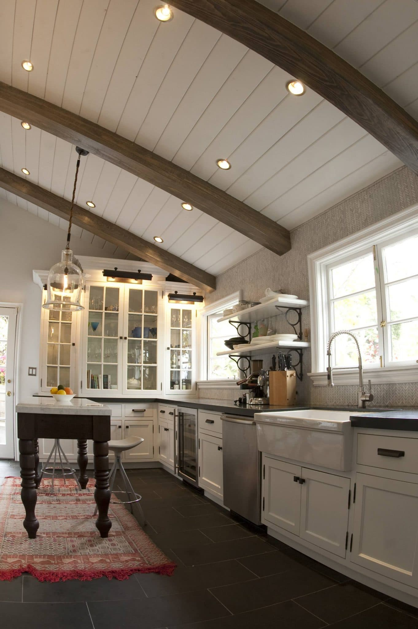 traditional-rustic-kitchen-beams