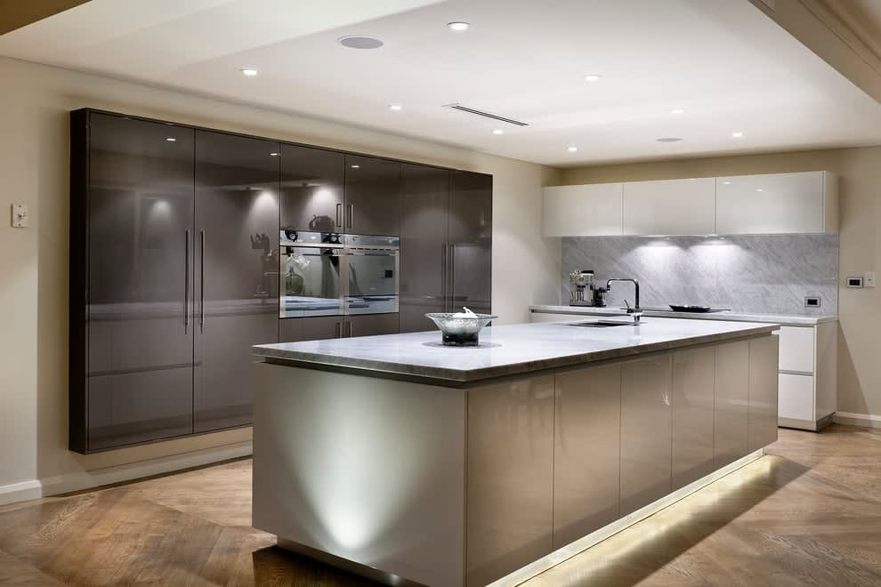 euro-style-kitchen-flat-panel-lacquer-paint