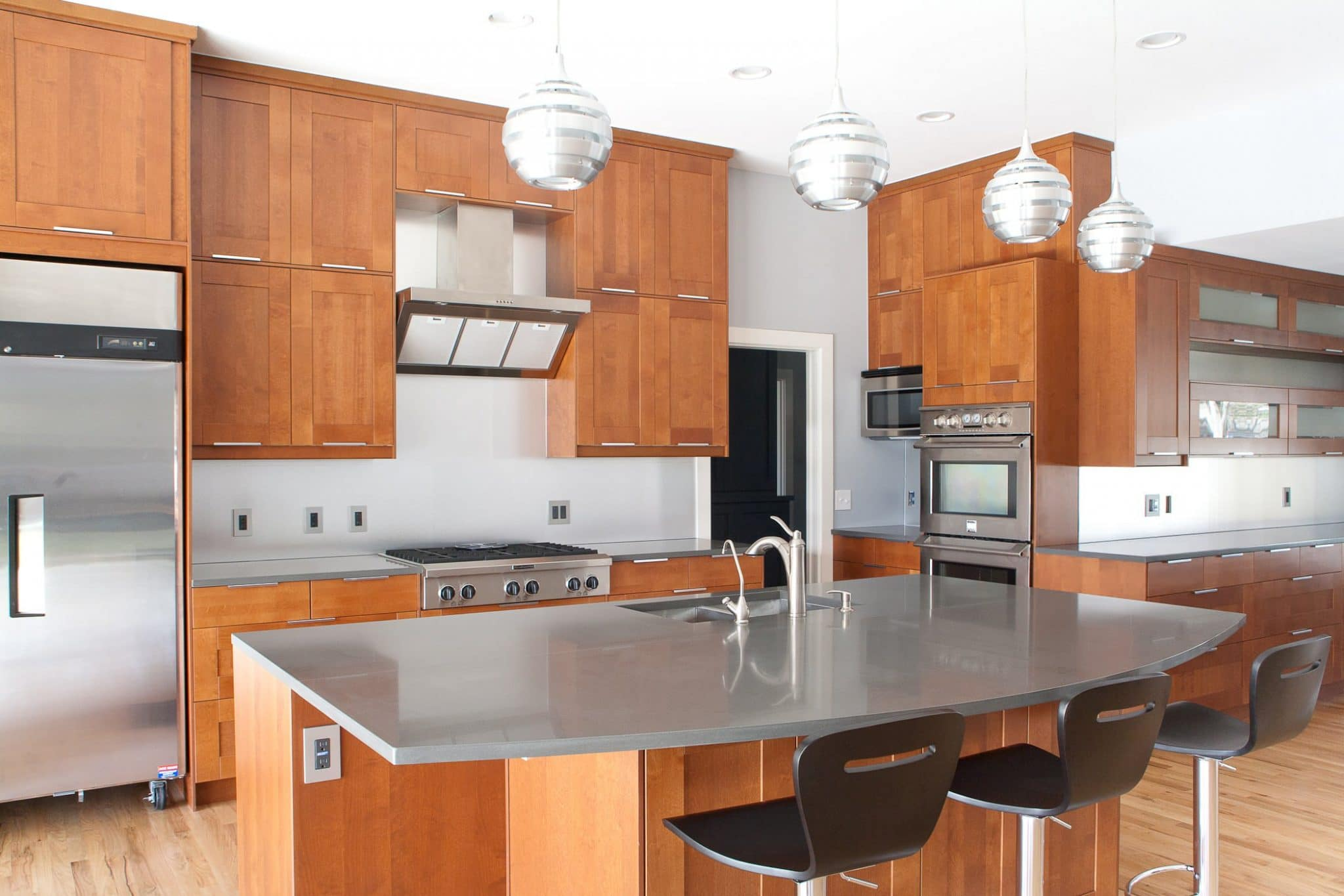 natural-wood-stained-kitchen-cabinets-shaker
