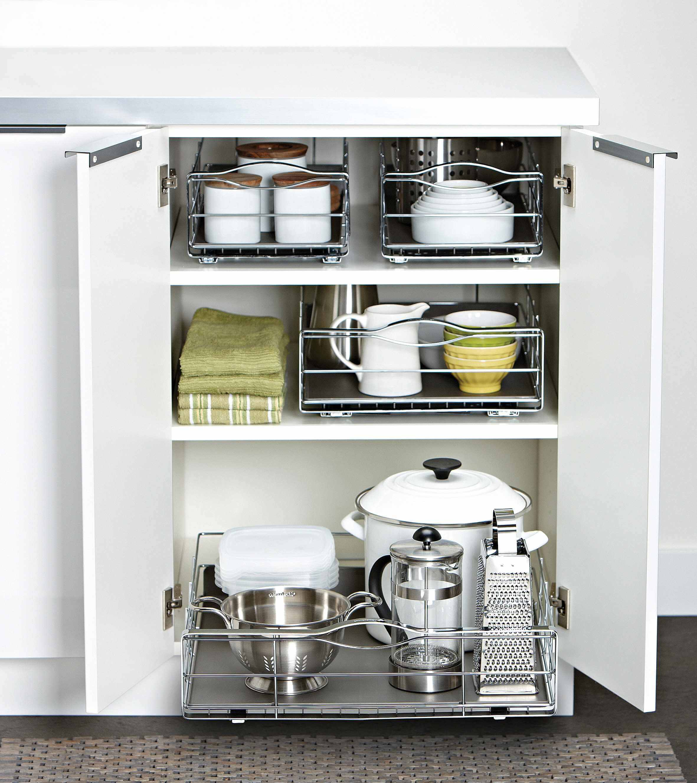 7 Reasons Upper Kitchen Cabinets Beat Open Shelving
