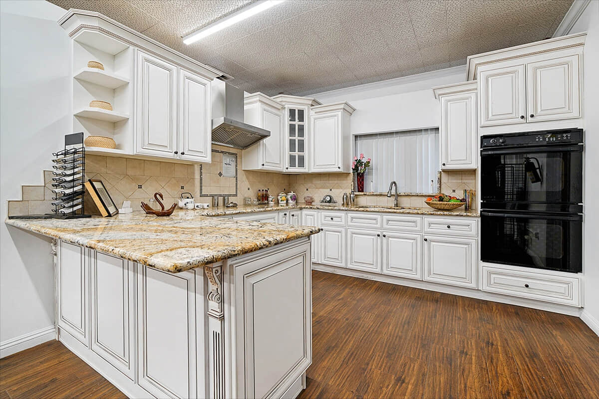 Kitchens With Antique White Cabinets Mycoffeepot Org